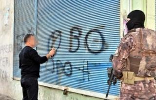 Polis duvar yazılarını tek tek sildi