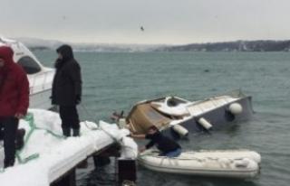 Yoğun kar yağışı tekne batırdı