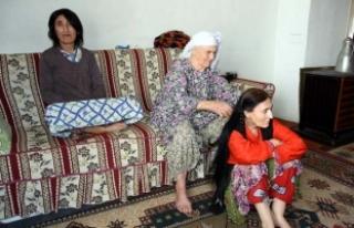 84 yaşında, 3 engelli kızının hem annesi hem...