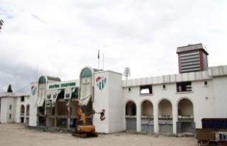 Bursa Atatürk Stadyumu'nda kapalı tribün de yıkılıyor