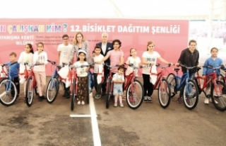 Bursa'da başarılı öğrenciler bisikletle...