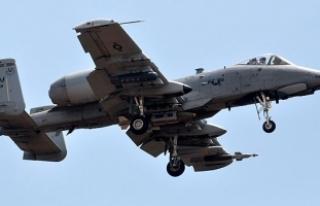 İncirlik'te, tank avcısı A10 uçağı hareketliliği