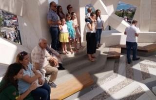 Şehitler Anıtı'na vatandaşlardan büyük...