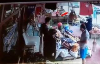 Bursa'da pazarcı kadınların müşteri kavgası!...