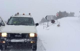 Bursa'da yoğun kar yağışı ulaşımda zor...