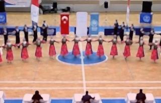 Halk oyunları ekibi Macaristan'a iltica etti