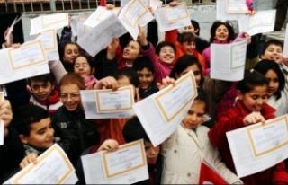 Yarıyıl tatili başladı! 18 milyon öğrenci karnelerini...