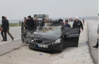Korkunç kaza sıkışıp kaldılar!
