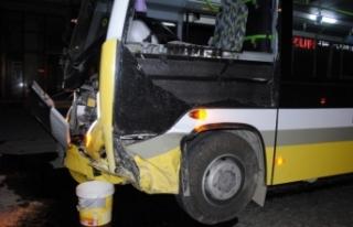 Bursa'da feci kaza! Otomobil ile halk otobüsü...