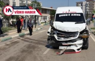 Bursa'da öğrenci ve işçi servisinin çarpışması...