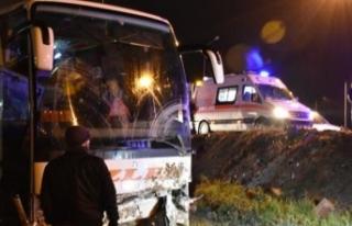 Yolcu otobüsü şarampole yuvarlandı... Yaralılar...