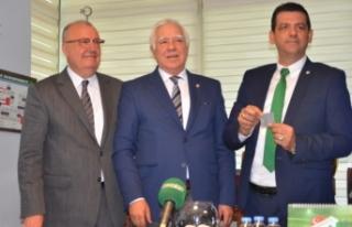 Ahmet Bozdemir ayağının tozuyla ilk anlaşmasını...