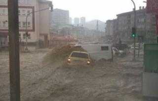 Başkent'i sel vurdu! Araçlar sürüklendi...