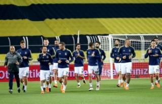 Fenerbahçe statta, Beşiktaş antrenmanda... Karşılaşma...