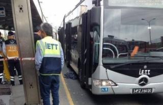 Metrobüs yolunda feci kaza! 1 çocuk yaşamını...