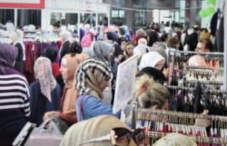 Bursa'da bayram öncesi indirimli kıyafet çılgınlığı