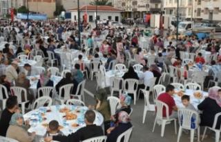 Bursa'da sokak iftarı... Binlerce kişi katıldı