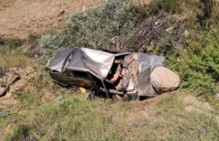 Bursa'da takla atan araç paramparça oldu, 4...