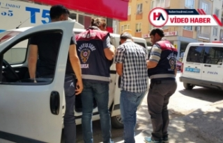 Eski polis memuru Bursa'da sahte altın satarken...
