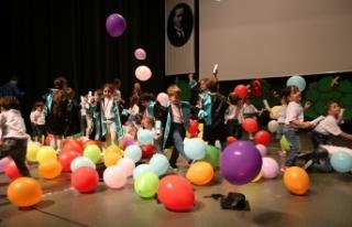 Önsözlü miniklerin mezuniyet heyecanı