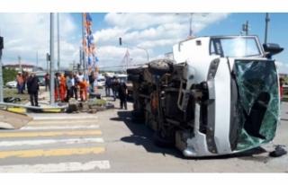 Polis aracı ile askeri araç çarpıştı!