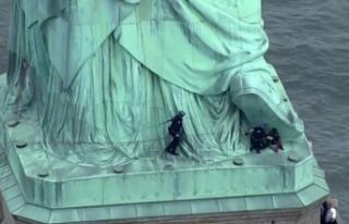 Özgürlük Heykeli'nde Trump protestosu