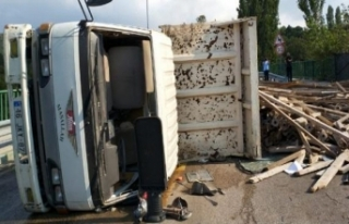 Bursa'da girilmesi yasak olan yola giren kamyonet...