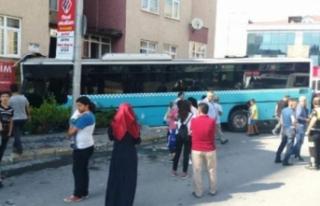 Halk otobüsü dükkana daldı!