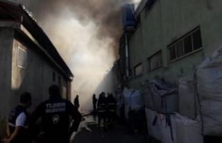 Bursa'da plastik fabrikasındaki yangın söndürüldü!