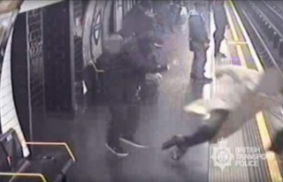 Metroda korkunç olay! Yolcuları raya itti