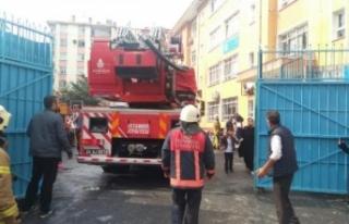 Okulda yangın! Öğrenciler tahliye ediliyor