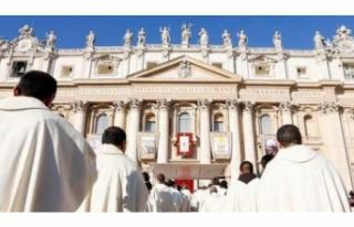 Papa, istismarcı papazları azletti