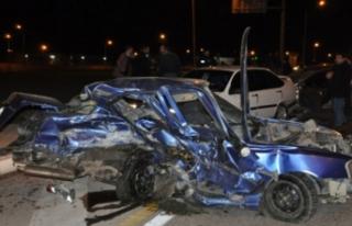 Bursa'da feci kaza! 3 araç birbirine girdi!