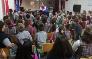 Bursa'da jandarmadan çocuklara trafik dersi