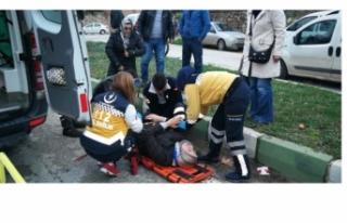 Bursa'da motosikletle kamyonet çarpıştı:...