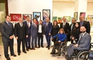 Bursa'da engelleri sanatla aştılar