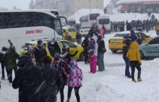 Bursa Uludağ tatilci akınına uğradı