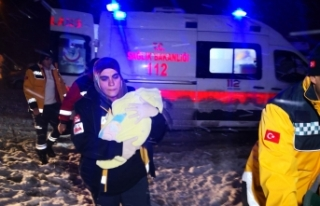 Kar paletli ambulansta doğum