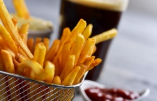 Ünlü fast food zincirinde kola ve patates skandalı