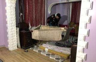 Bursa'da şok eden görüntü! Bebek beşiğinde...