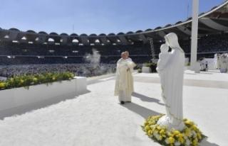 Papa Franciscus, BAE'de düzenlenen ilk ayini...