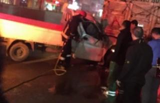 Bursa'da kamyonet ile kamyon çarpıştı!