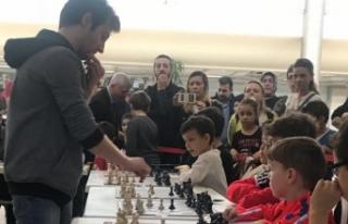 Bursa Heykel Rotary Kulübü 'nden açık satranç...