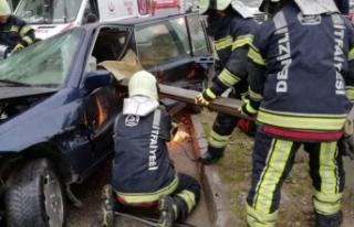 Korkunç kaza! Bariyer sürücünün karnına saplandı...