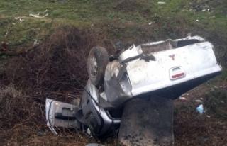 Otomobil şarampole uçtu, nişanlı çift ölümden...
