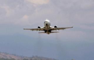 Rusya'da Boeing 737-800 tipi uçak acil iniş...