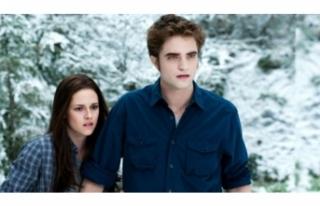 Alacakaranlık serisinin yıldızı Robert Pattinson,...