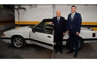 Bahçeli eski model otomobilini milletvekiline hediye...