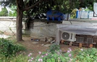 Bursa'da halı sahadan boşalan alana tinerciler...