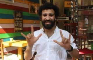 Bursa'daki bu kafede siparişler işaret diliyle...